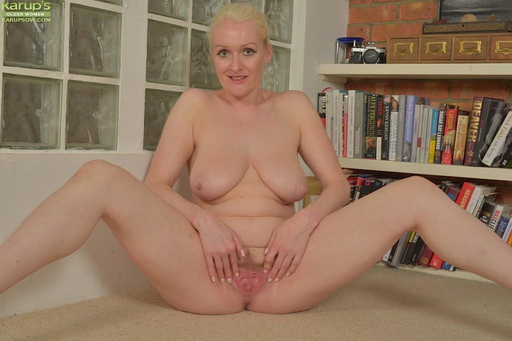 Jade Wilson - mature blonde getting naked 63032