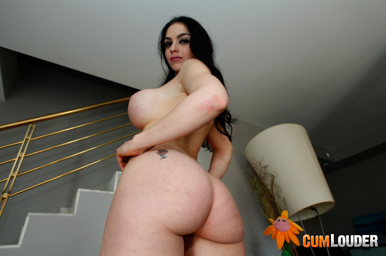 Dampfes Bumsen mit extrem kurviger Latina-Dame Marta La Croft