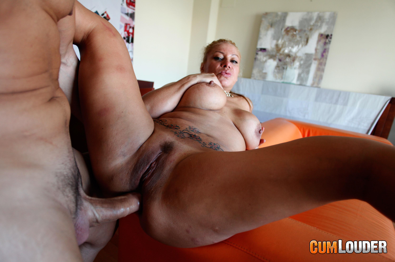 Deep throating big dick
