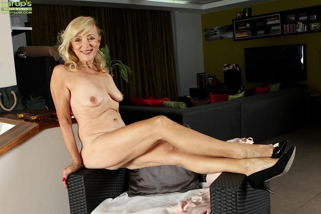 Mature moms porn clips