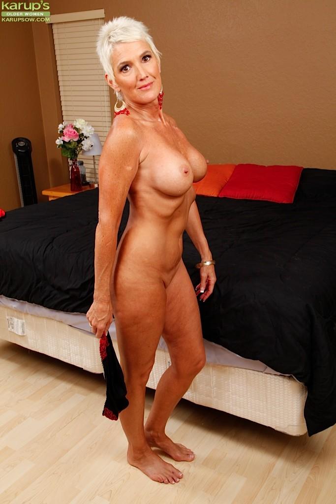 Naked hirsute women-9820