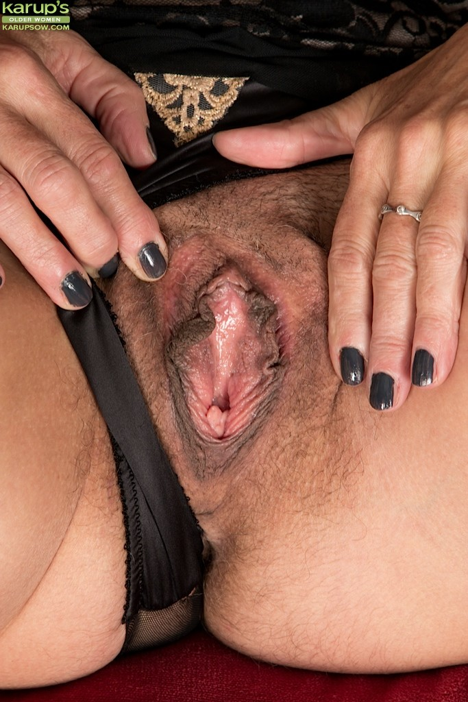 Love getting my pussy stretched out ready to be fucked 3