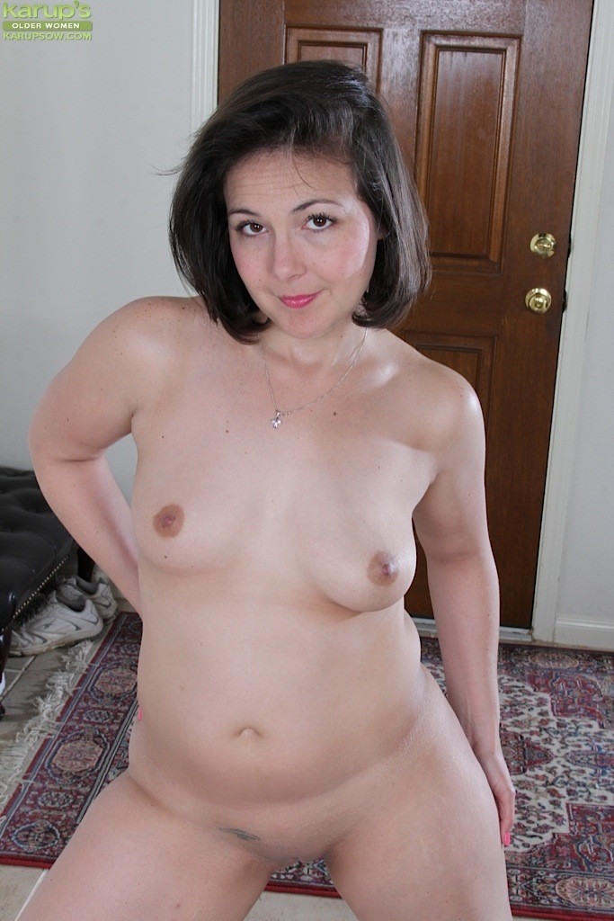Naked Older Women Spreading