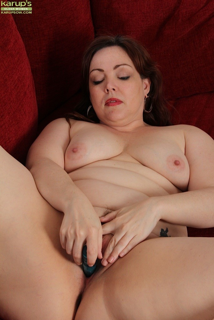 Chubby Ember Rayne Playing With Her Vibe 66581-9187