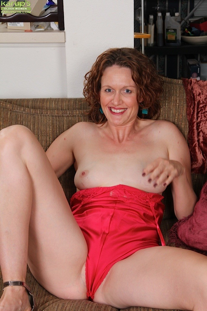 Milf playing with her sweet pussy on a webcam