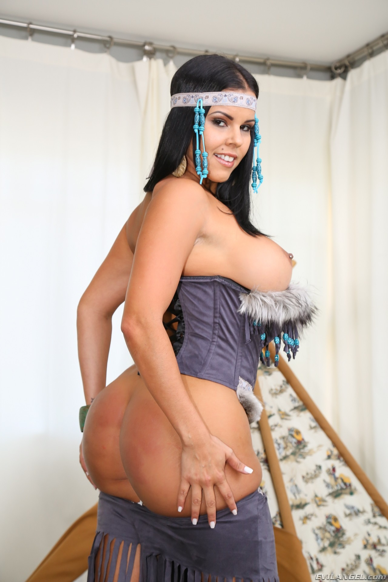 Brazzers busty bigbooty milf lisa ann fucks her masseur - 1 6