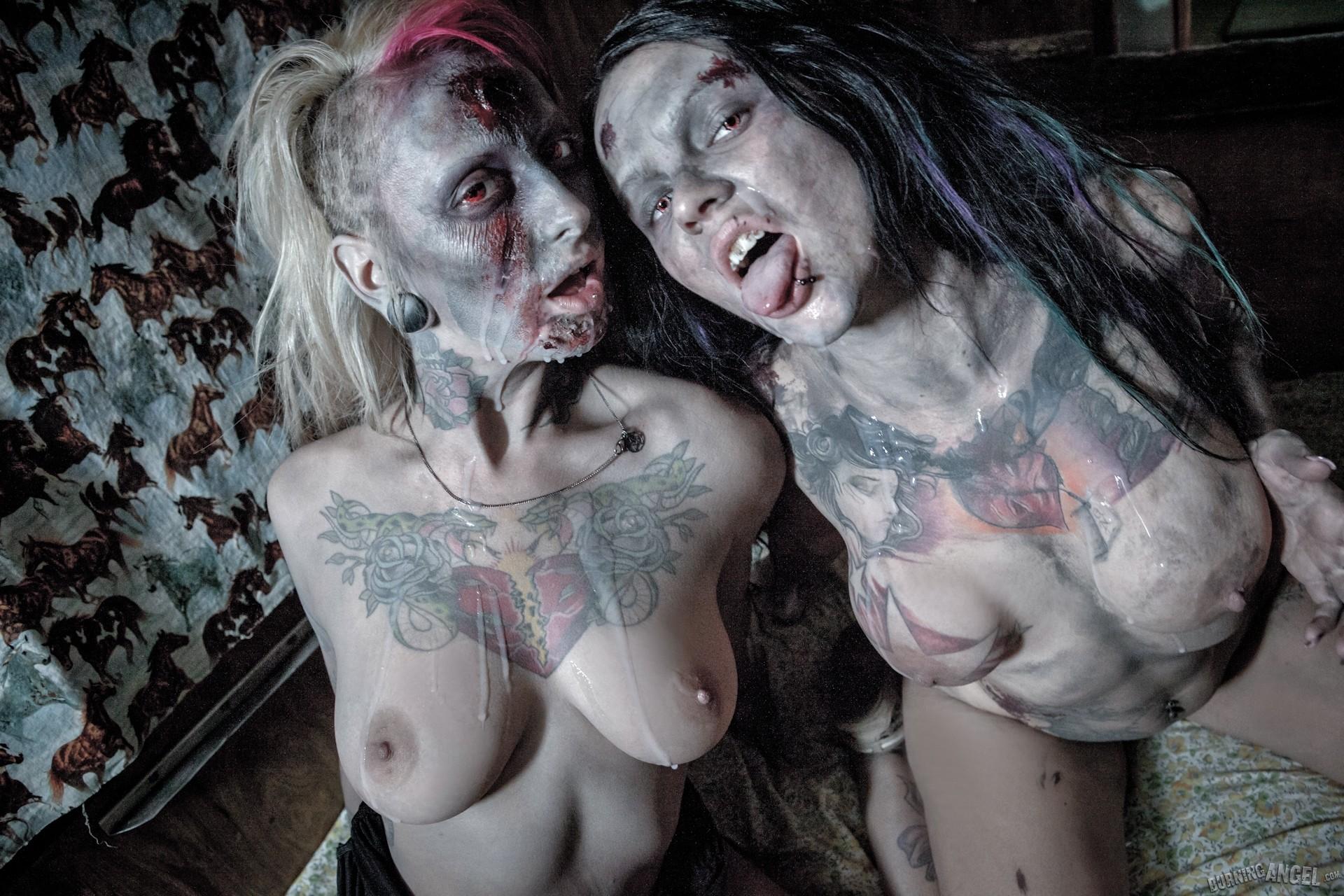 Секс с девушкой зомби