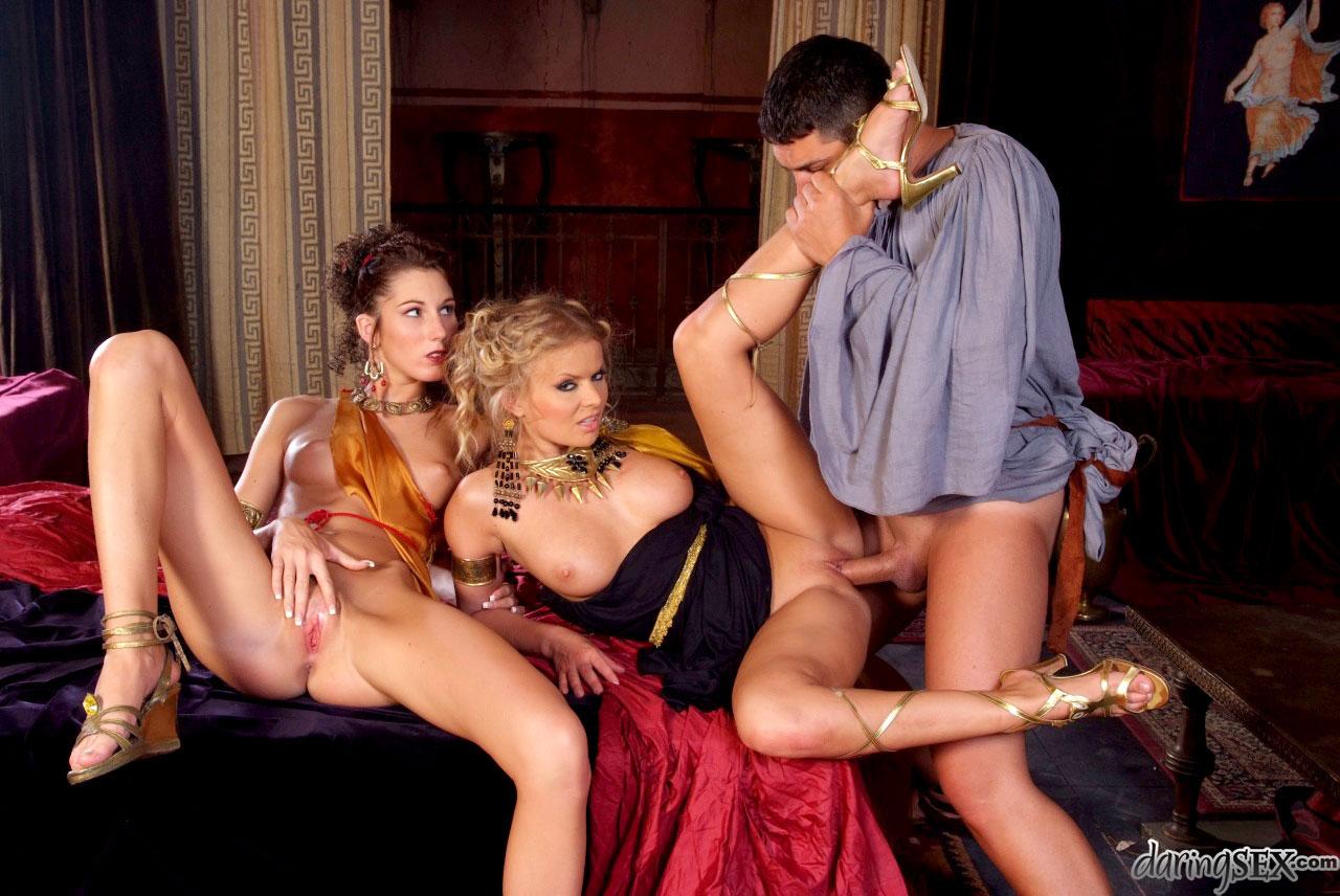 Оргии видео исторических особ секс