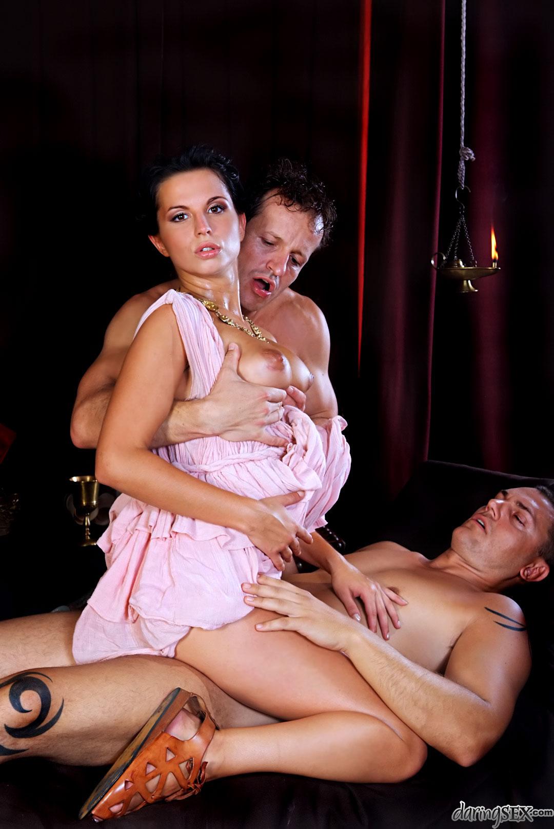 Секс в постановке, сперма на личике фото крупным планом