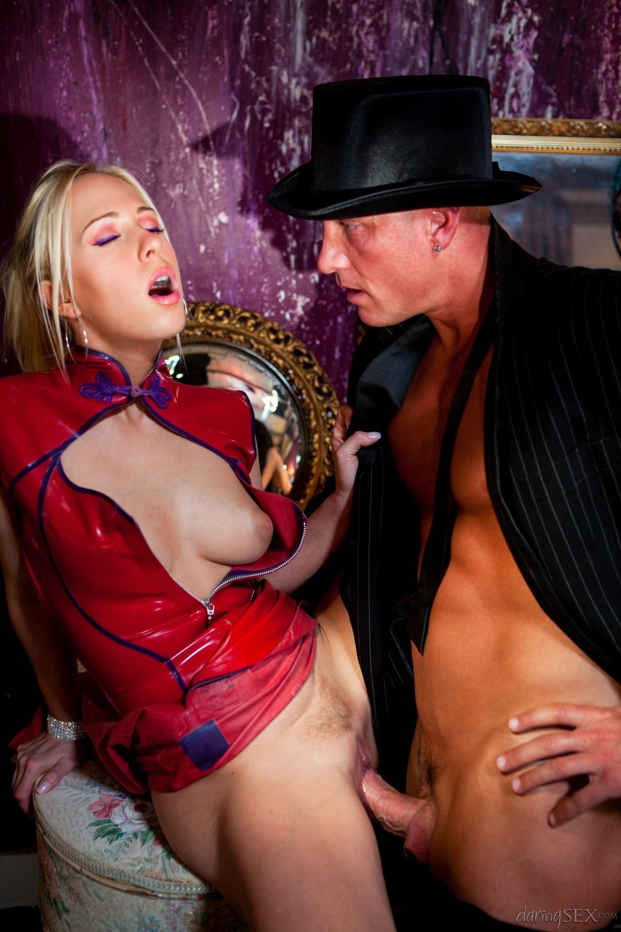 modnie-devushki-seks-pod-yubkami-studentok-skritoy-kameri