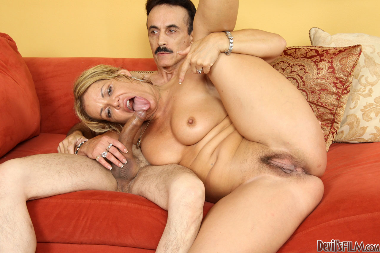 Kelly Leigh - Your Moms Hairy Pussy 08 70478-4897