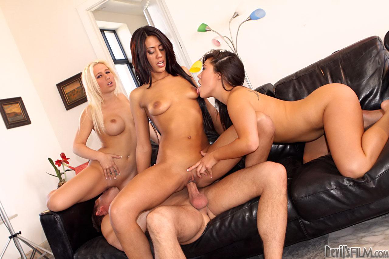 Порно С 3 Телками
