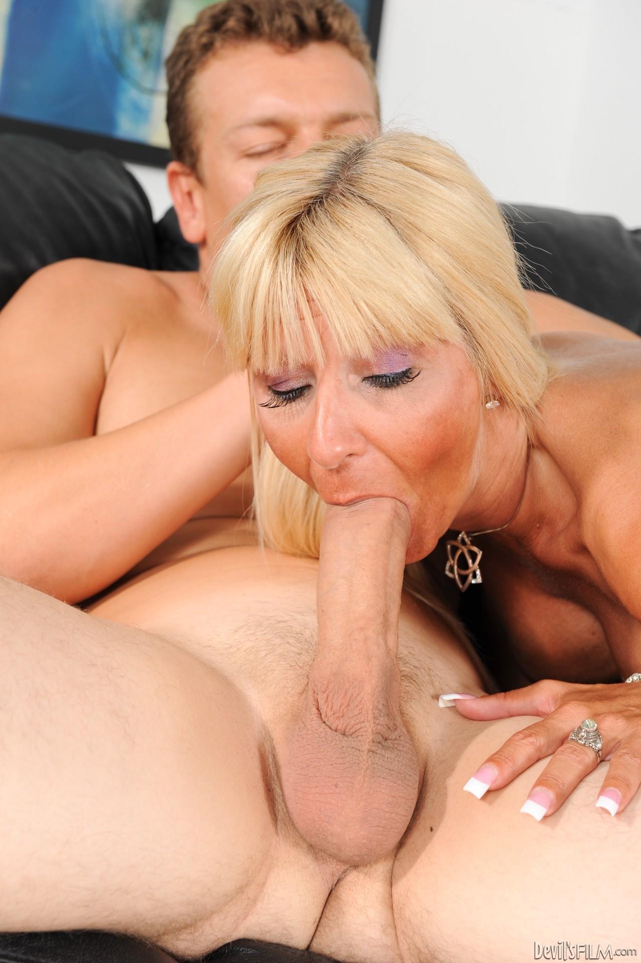Зрелая Мама Сосет Порно