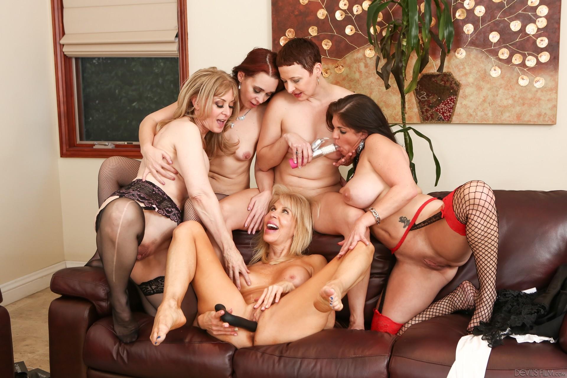 lesbiyanki-video-po-kategoriyam