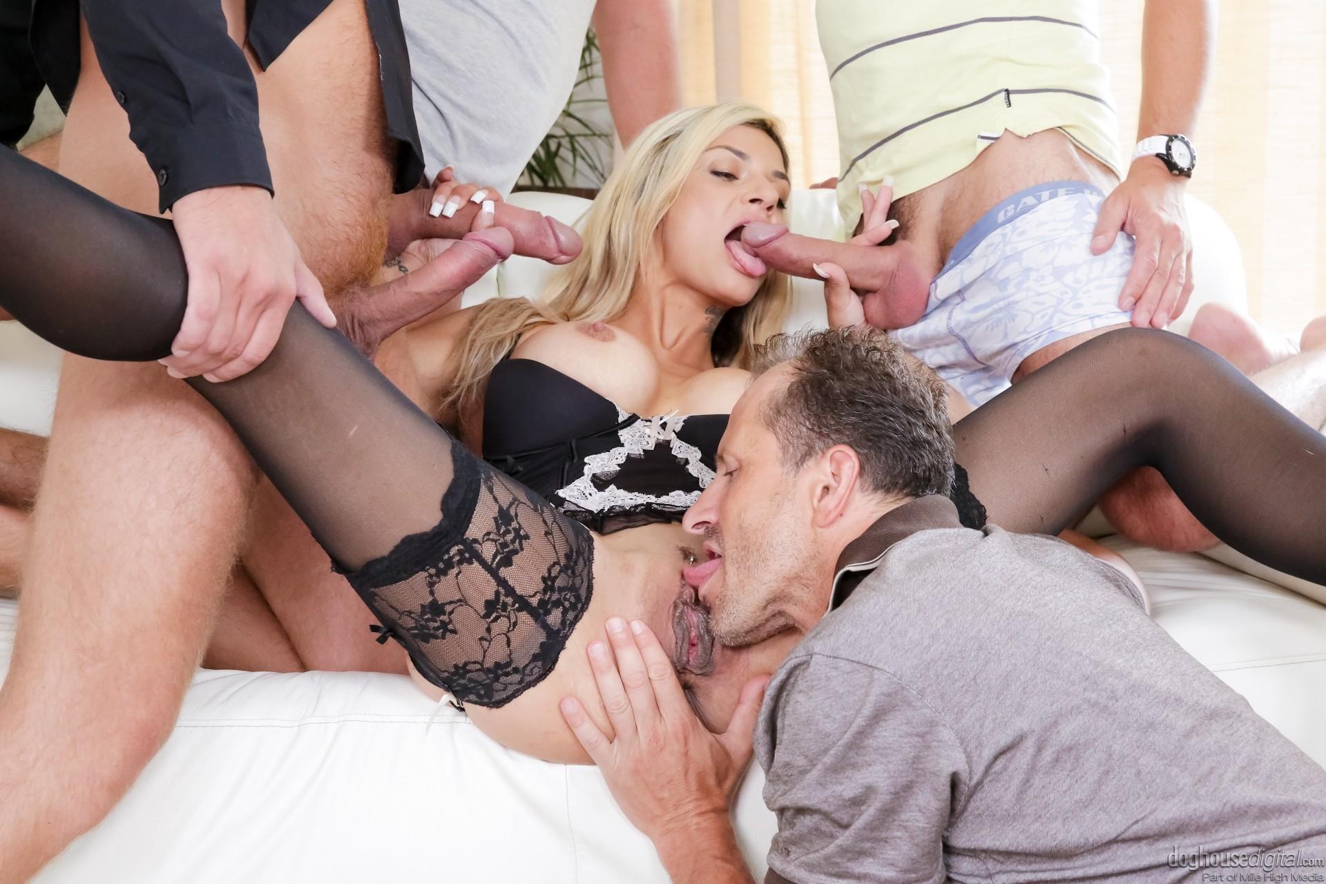 Порно блондинка изменила мужу