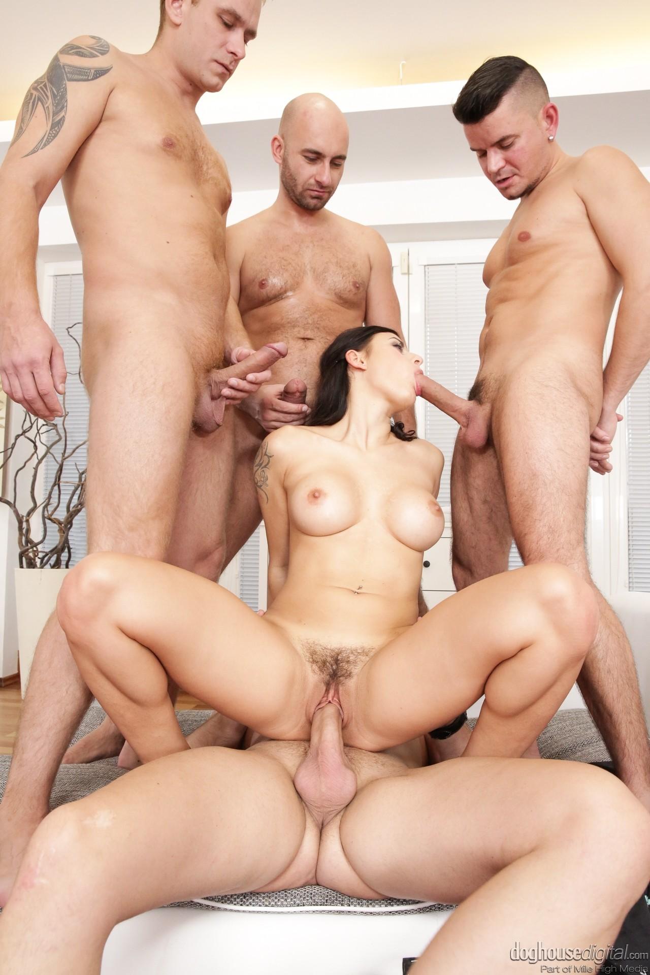 Порно 4 Мужика 1