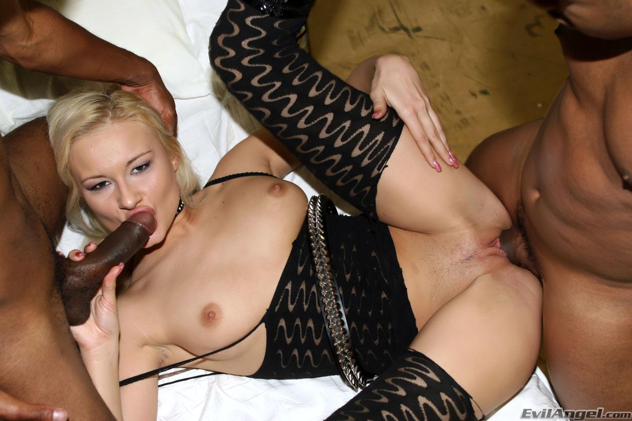 Эрик трахает блондинку# Смотреть порно фотки онлайн, Любишь ...
