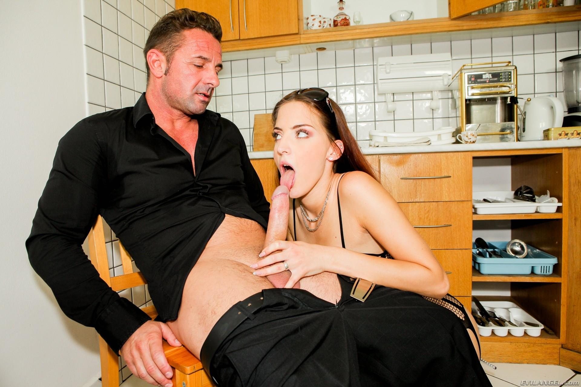 Дэвид перри с женой и служанка, порно зрелых горячих мамок фото