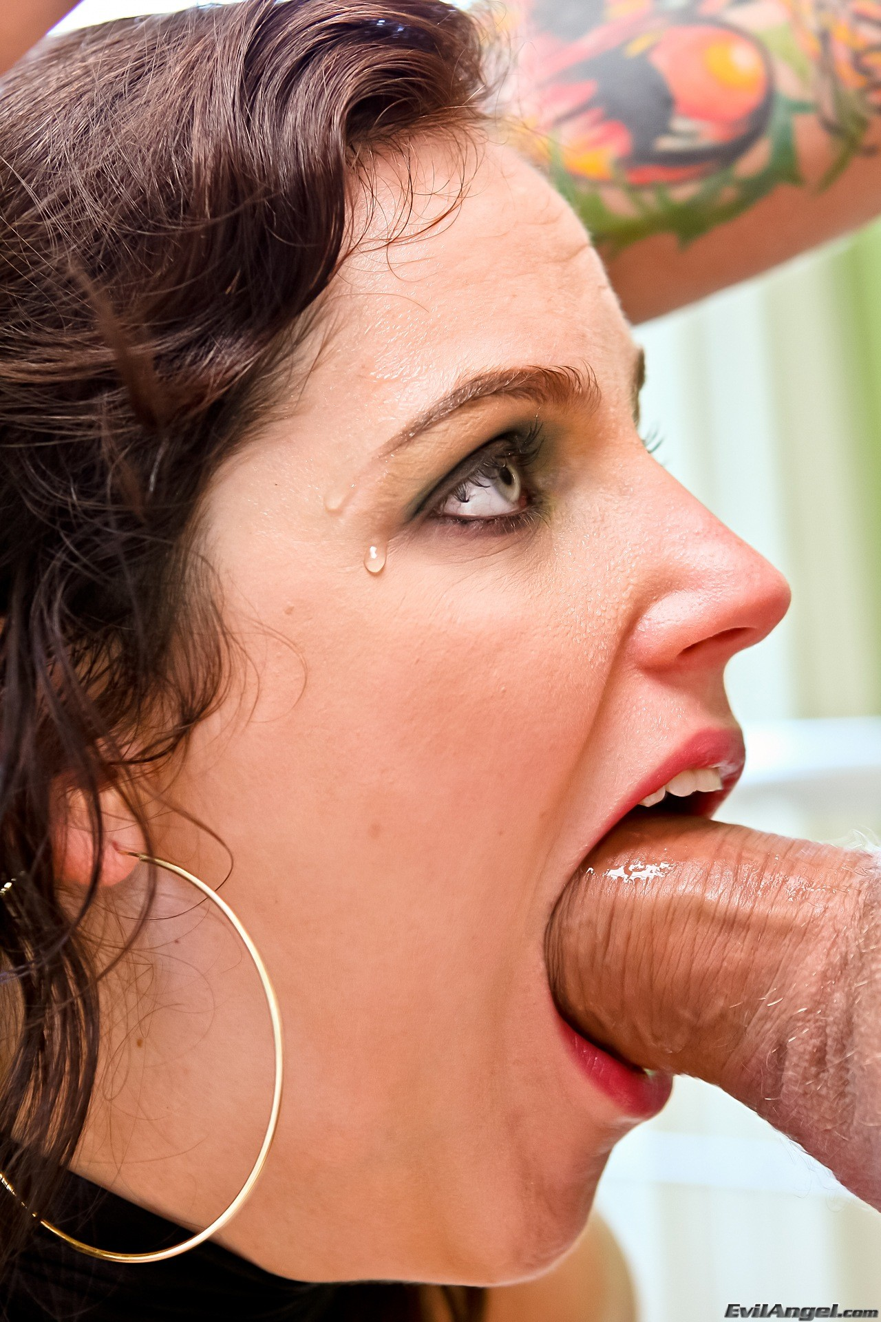 Woman who deepthroat kardashian