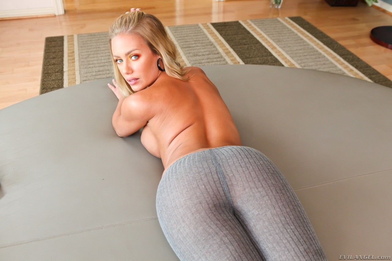 Nicole aniston spandex loads
