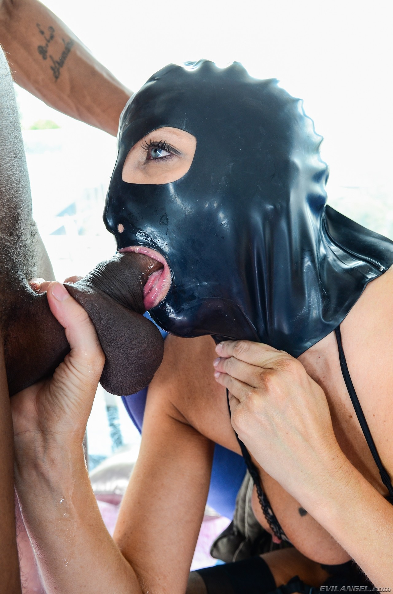 Смотреть порно маска, эротика в национальных костюмах