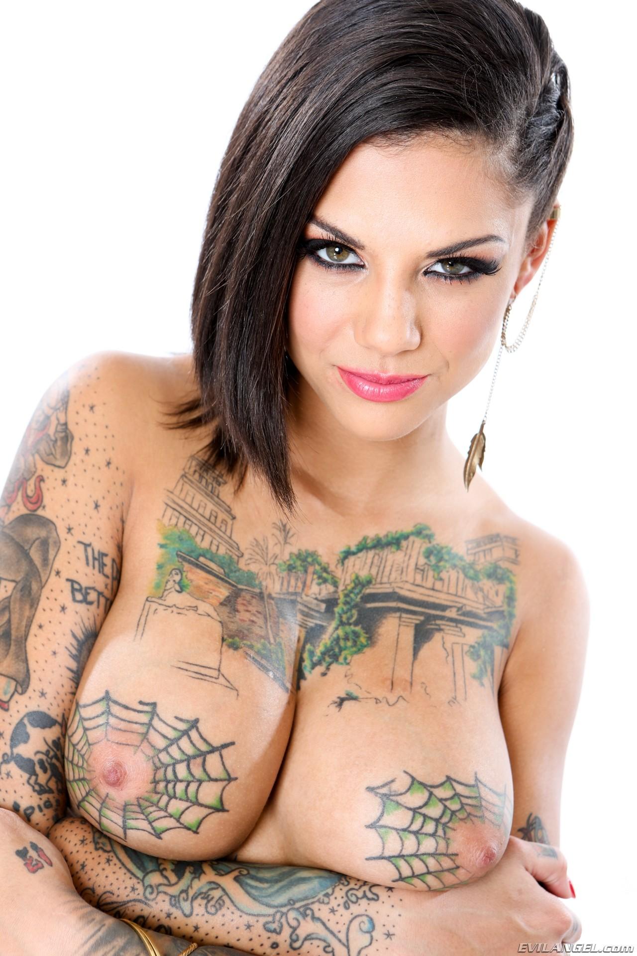 Порноактриса с татуировкой