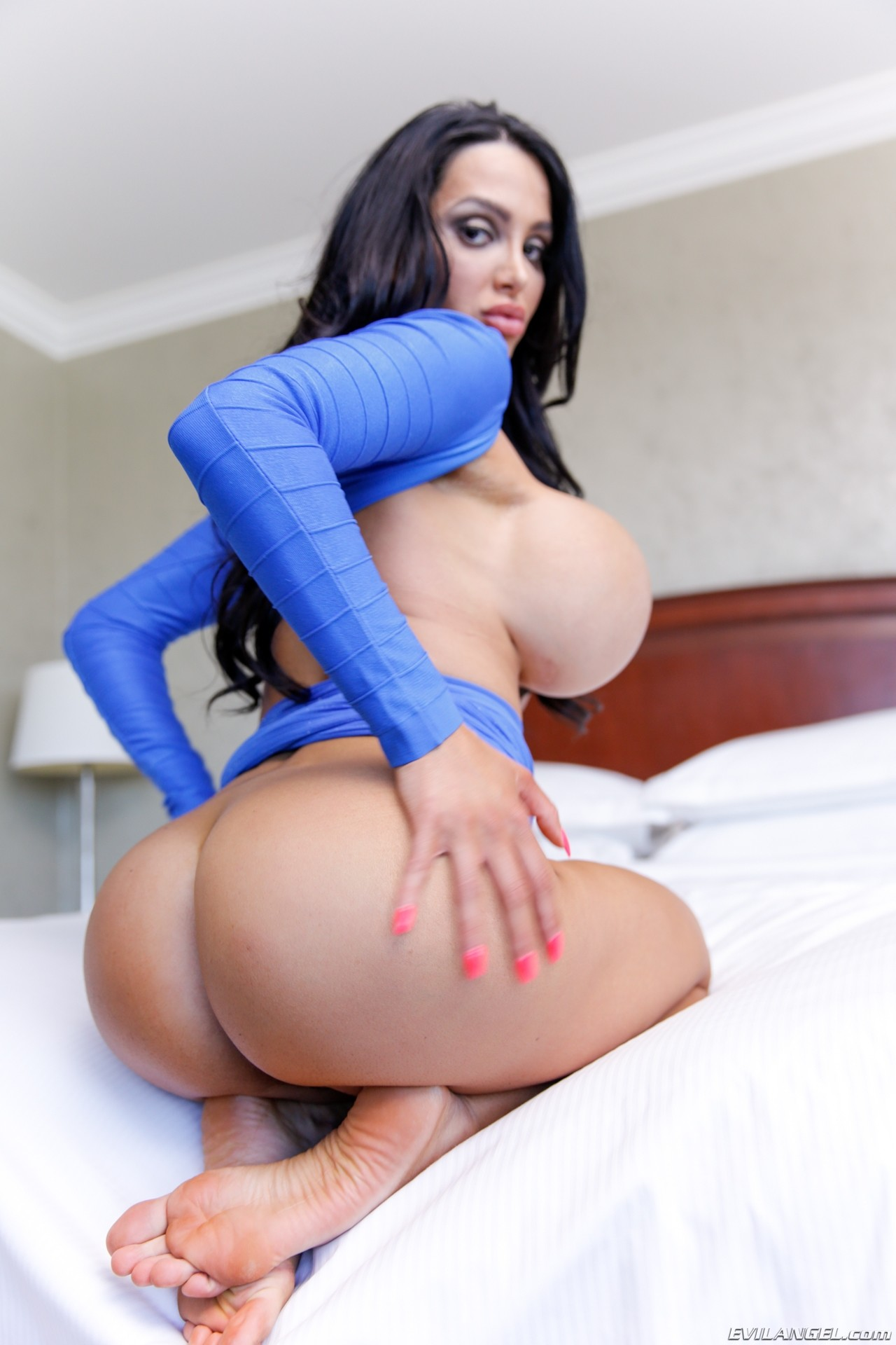 Big tits and huge ass amy anderssen gets fucked hard by mike