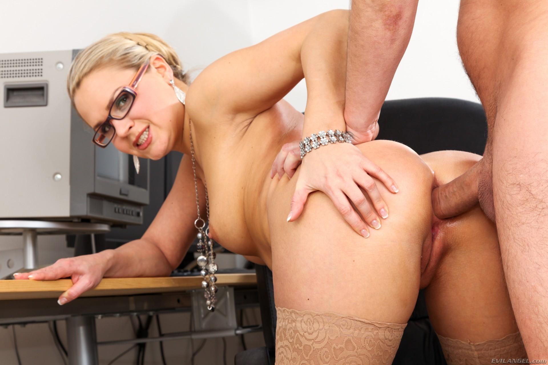 Русское порно в колготках анал секретарши, Секретарша в колготках, порно видео онлайн, бесплатно 15 фотография