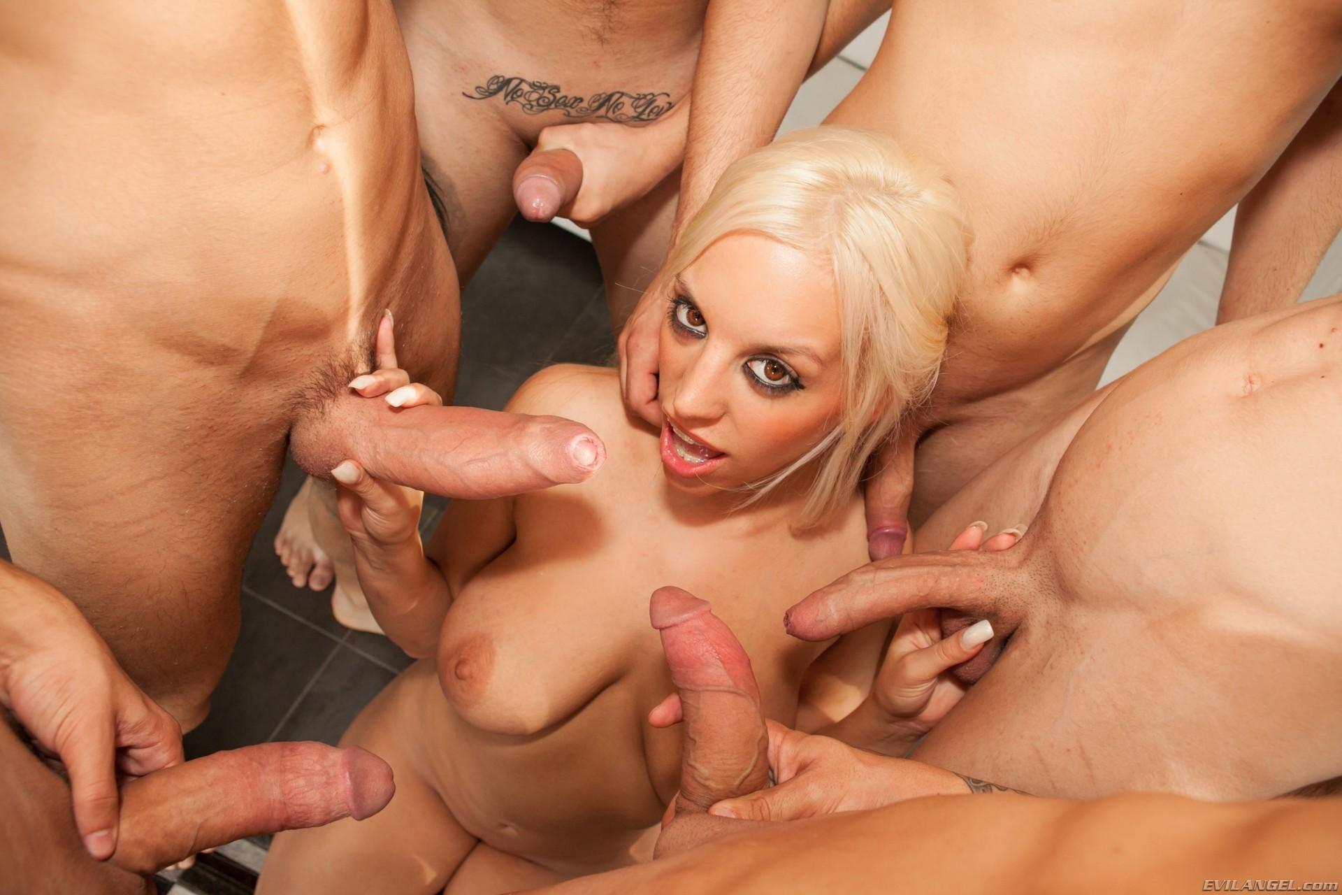 porno-roliki-blondi