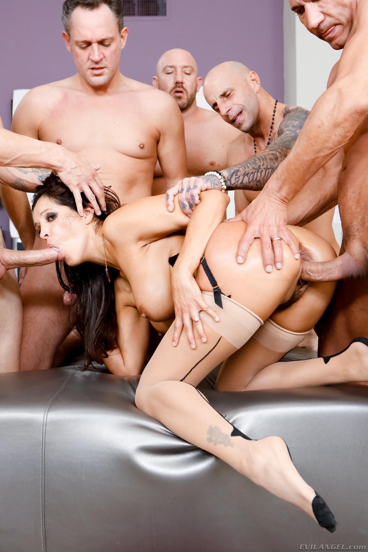 gruppovoy-seks-po-freydu