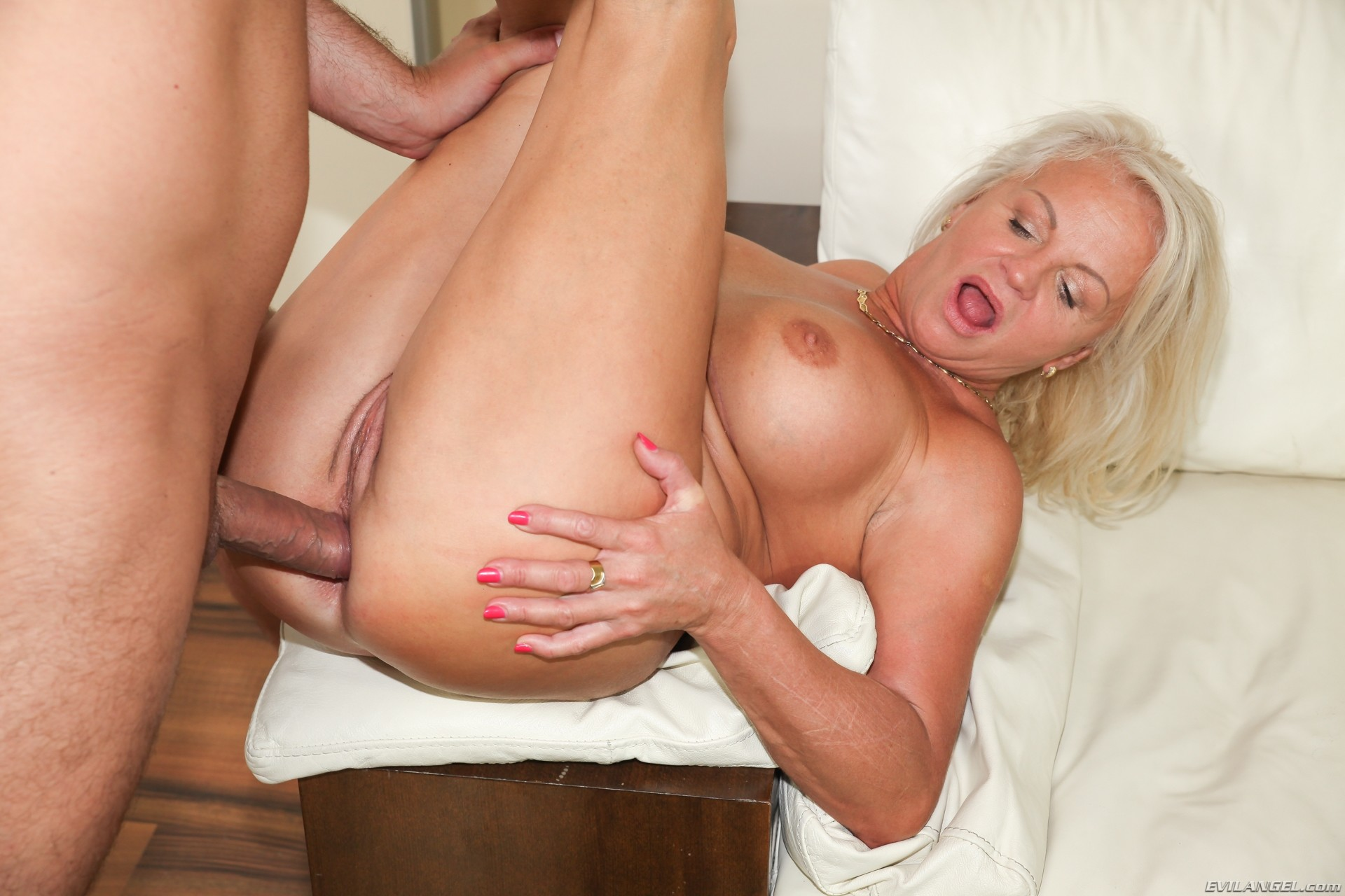 Mature anal xxx and mom porn pics