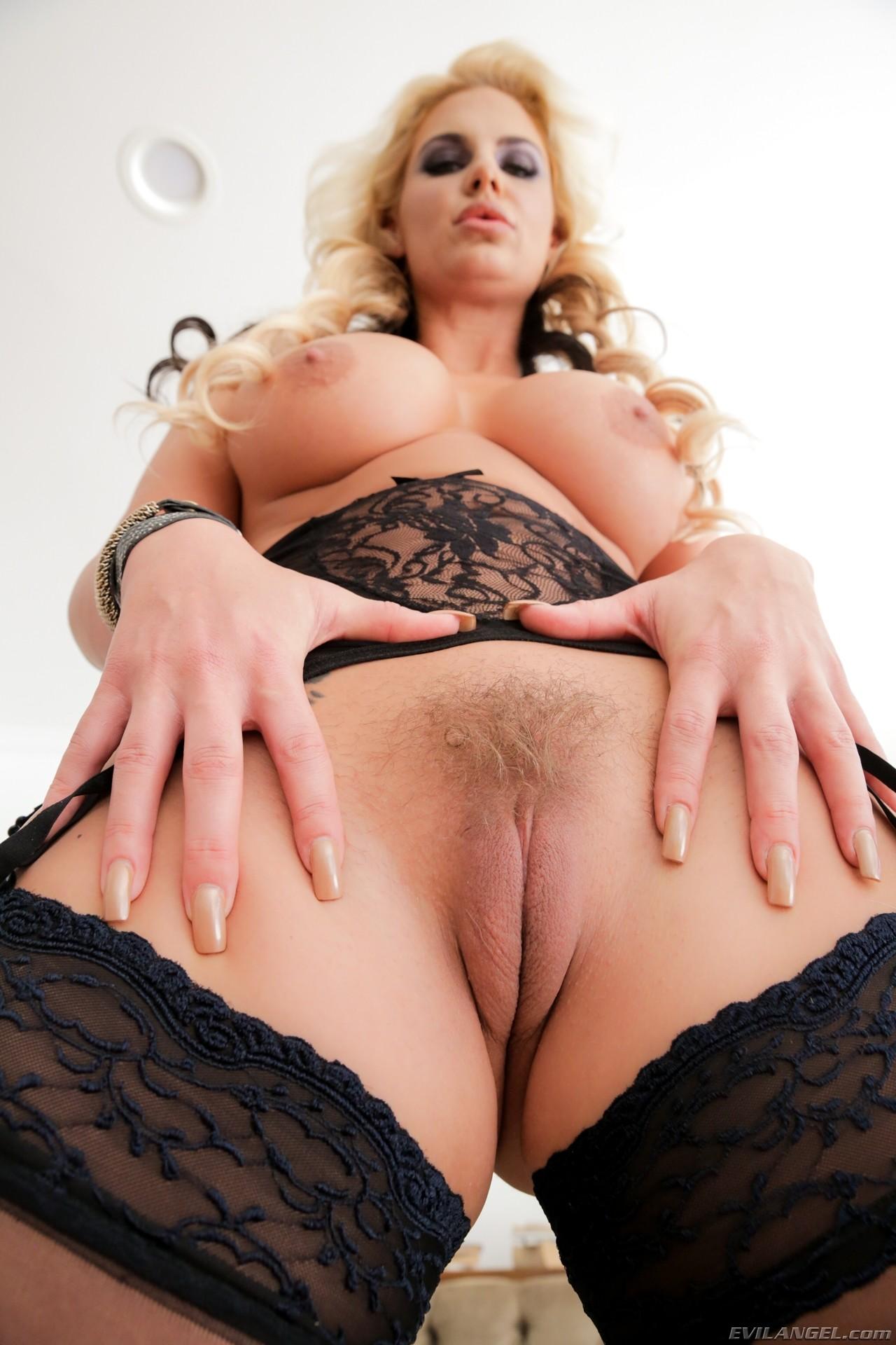 Phoenix Marie Pussy Porn Pics