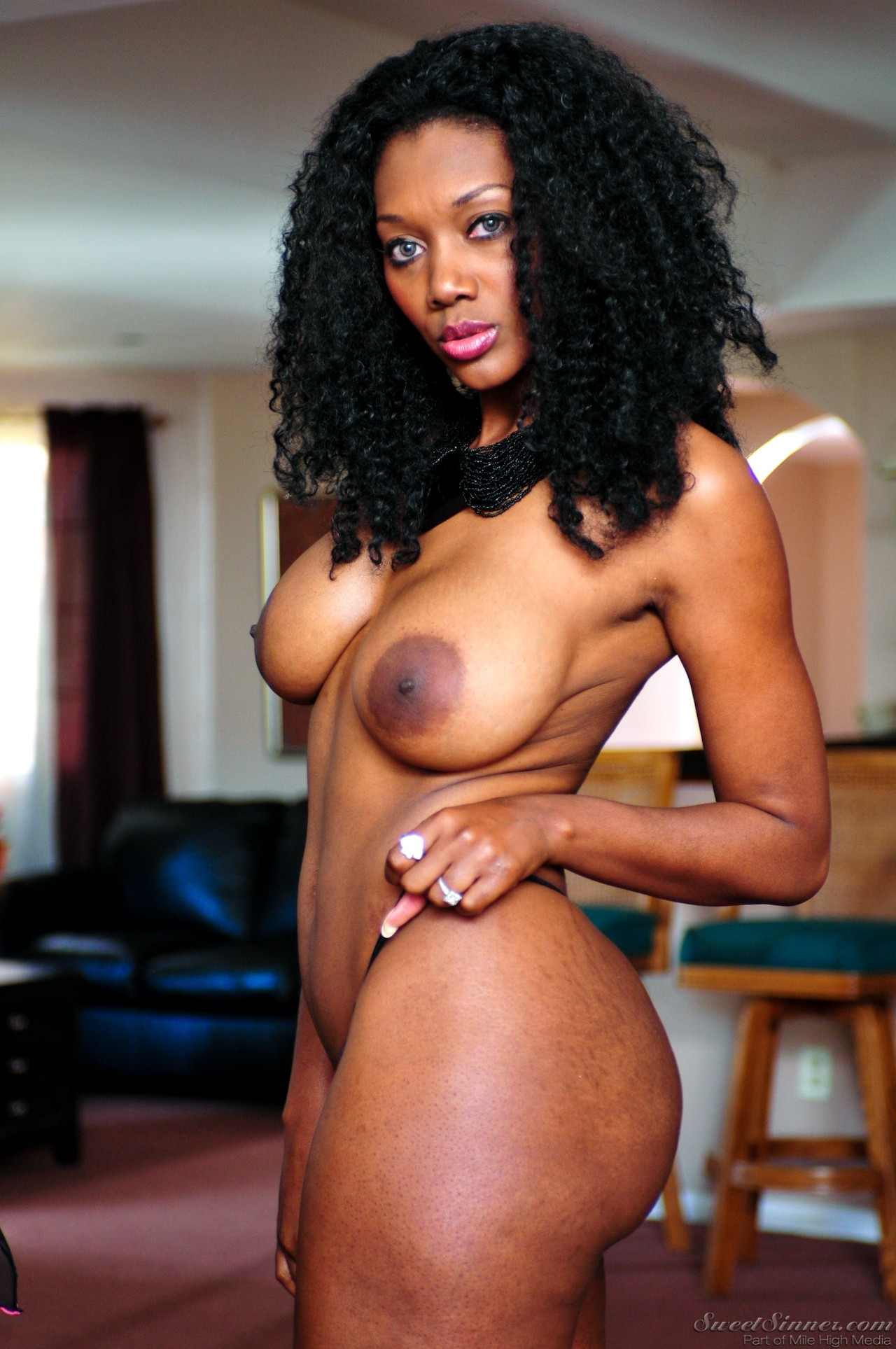 Nyomi Banxxx - My Mothers Best Friend Volume 02 77169-3175