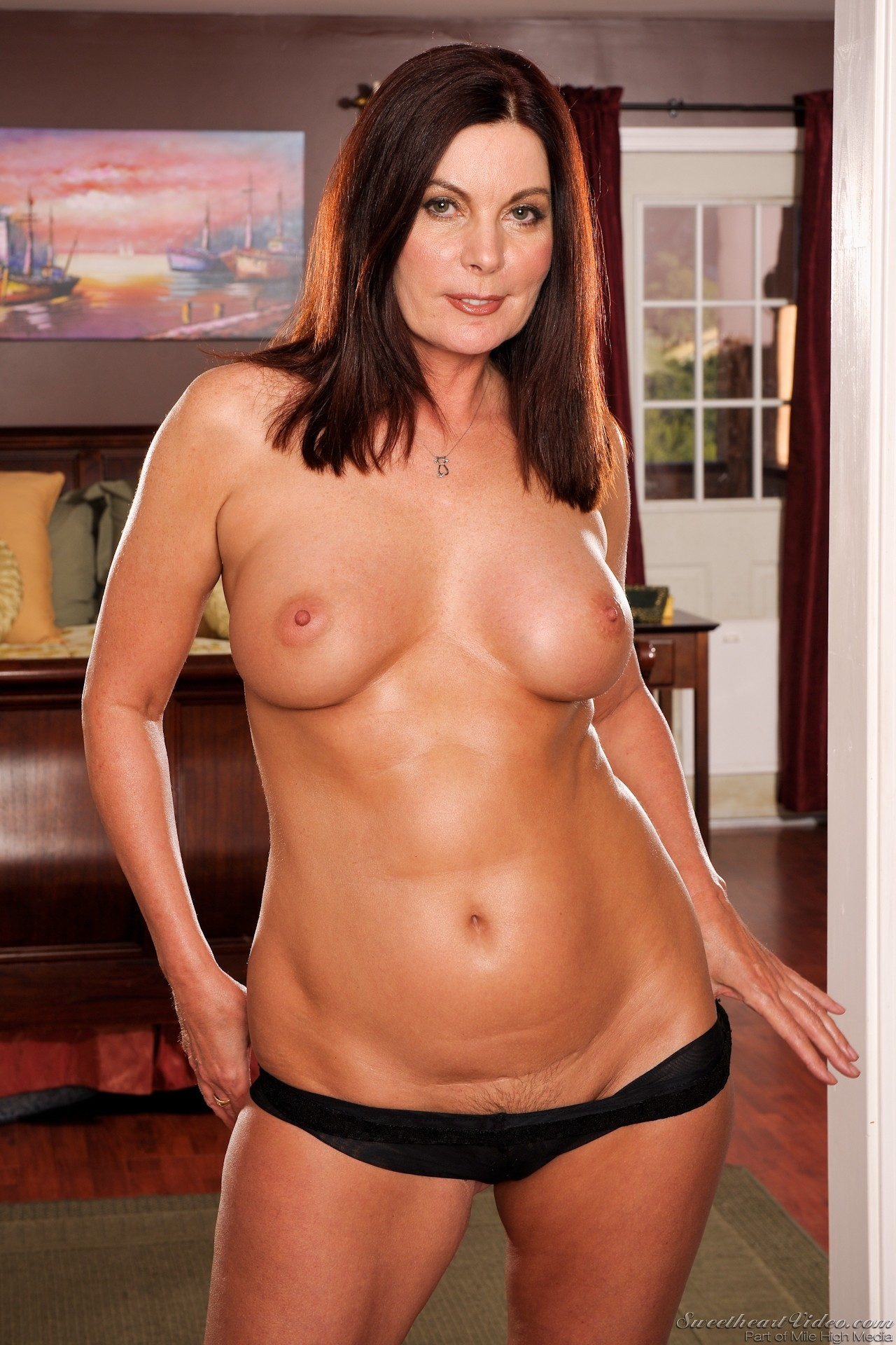 Was one hot shaved moms naked love !!!!