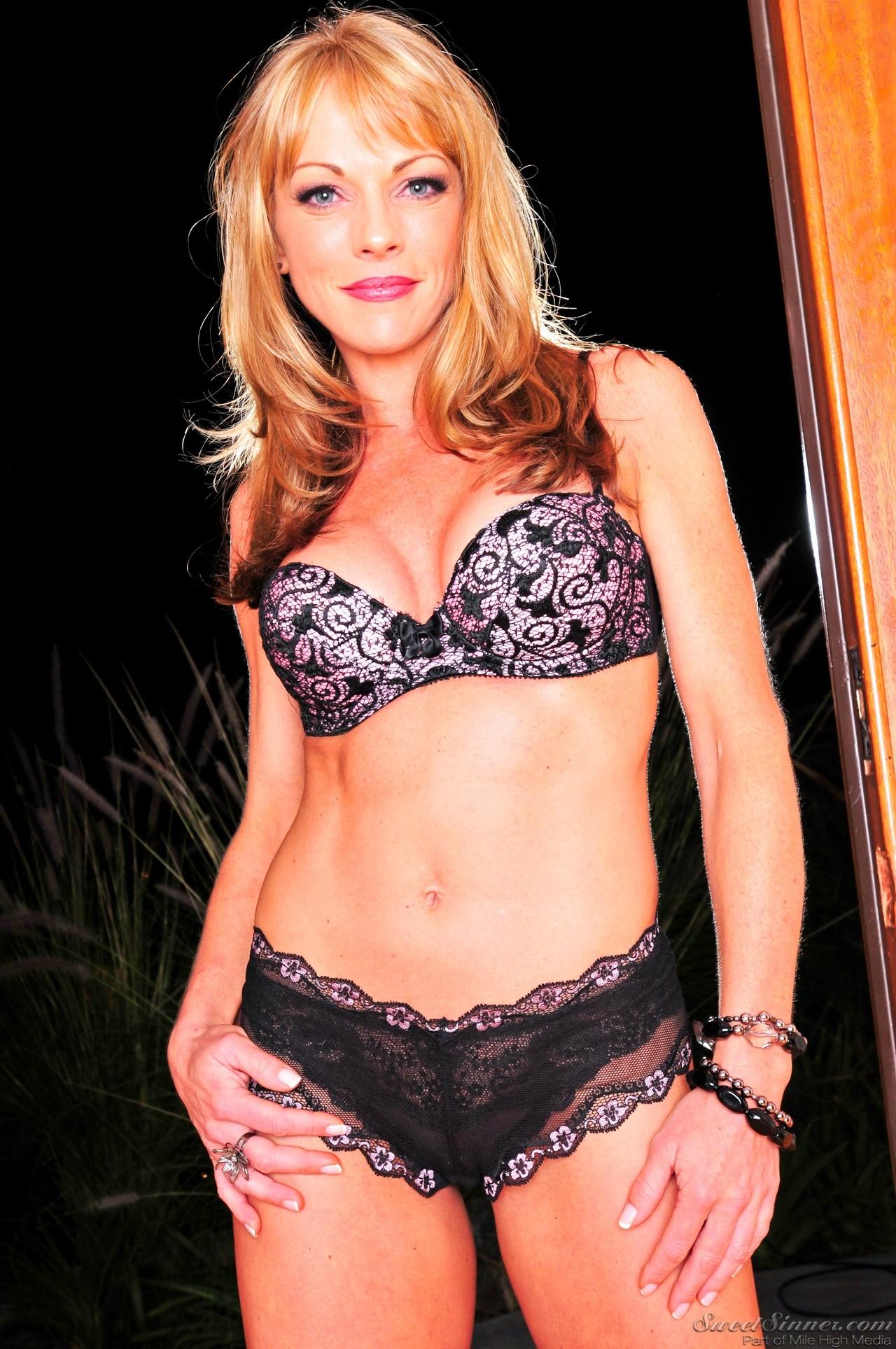 Shayla laveoux