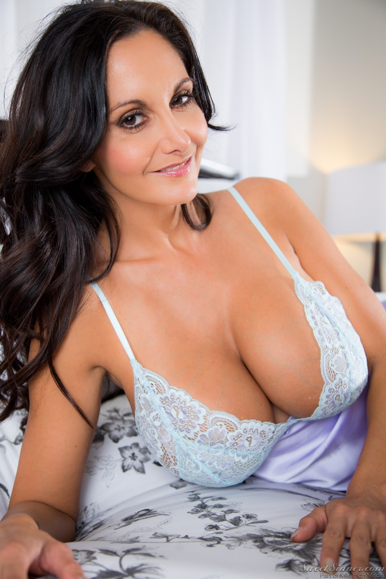 Busty MILF Ava Addams spreads pussy and flashes huge natural breasts  28783