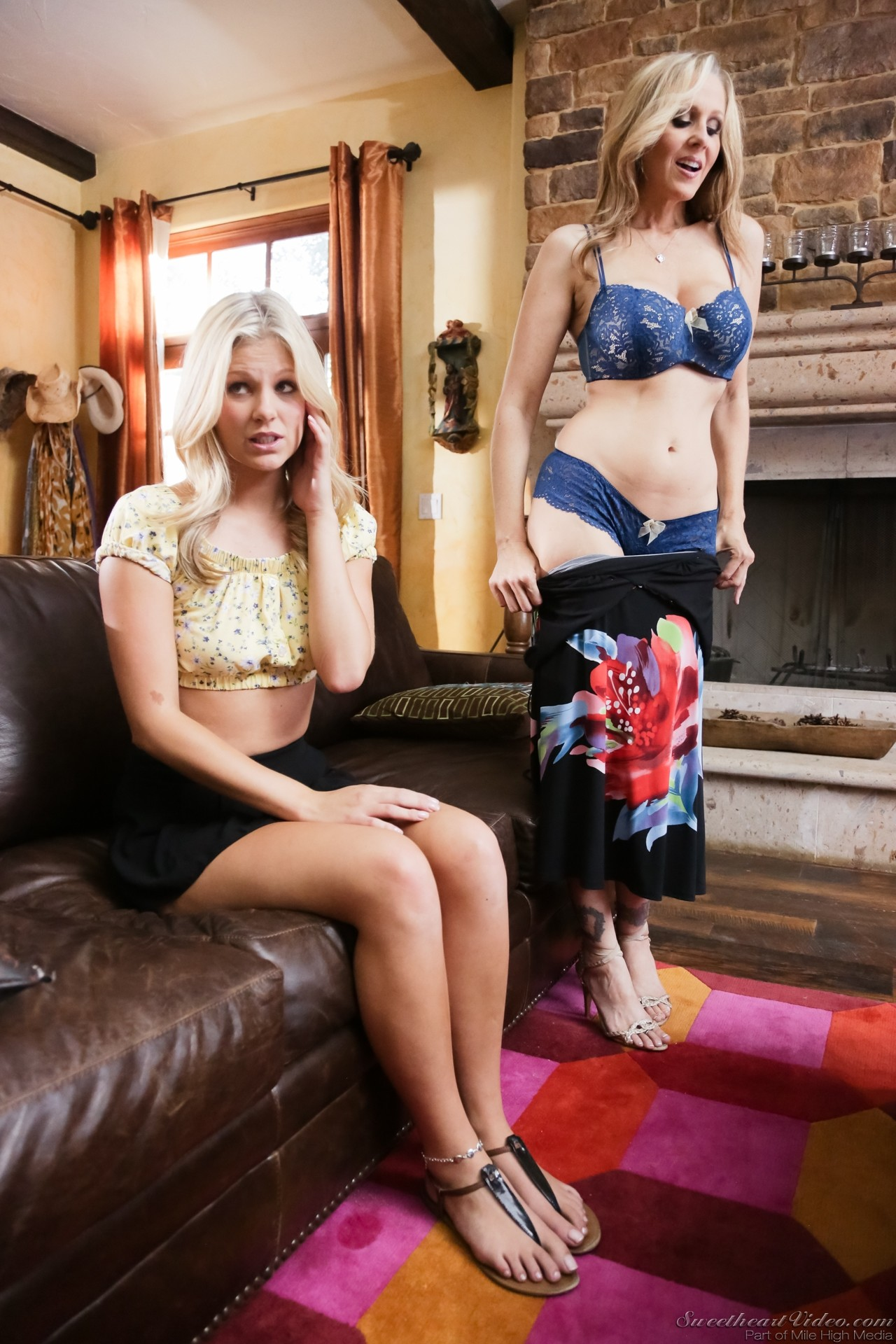 Leggy older blonde babe Julia Ann unleashing big tits from lingerie № 1392363 загрузить