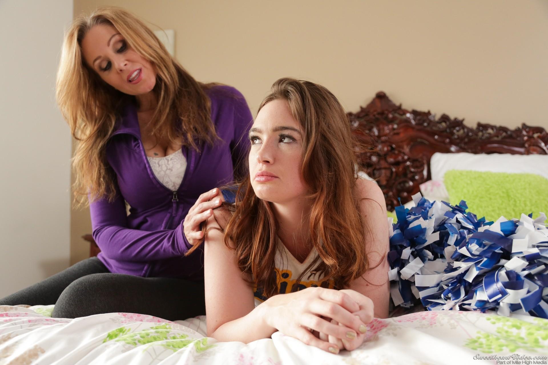 Carrie Ann and her teen gf Jodi Taylor in a threesome groupsex № 789943 загрузить