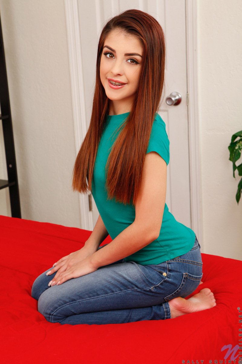 Sally Squirt - Teen Takes Off Her Clothes 80485-1172