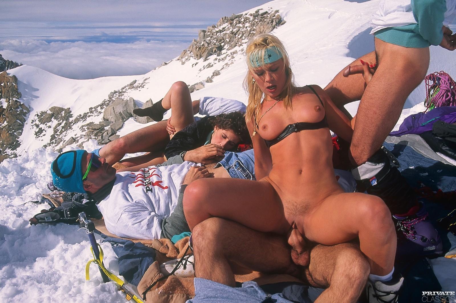 Трахнул на горнолыжном курорте — 15