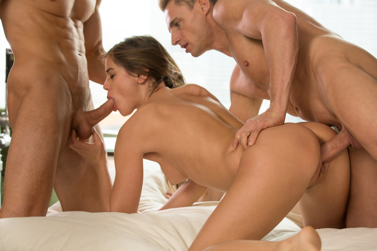 one-girl-having-sex-with-two-guys-porno-por-sex