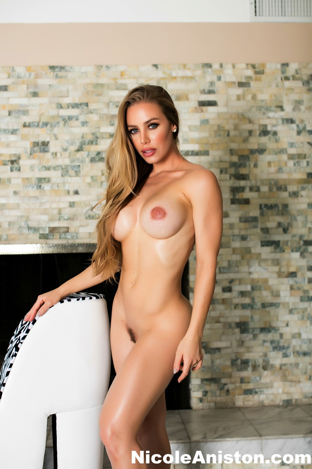 Sexy Nicole nude by the fireplace - Nicole Aniston 82401