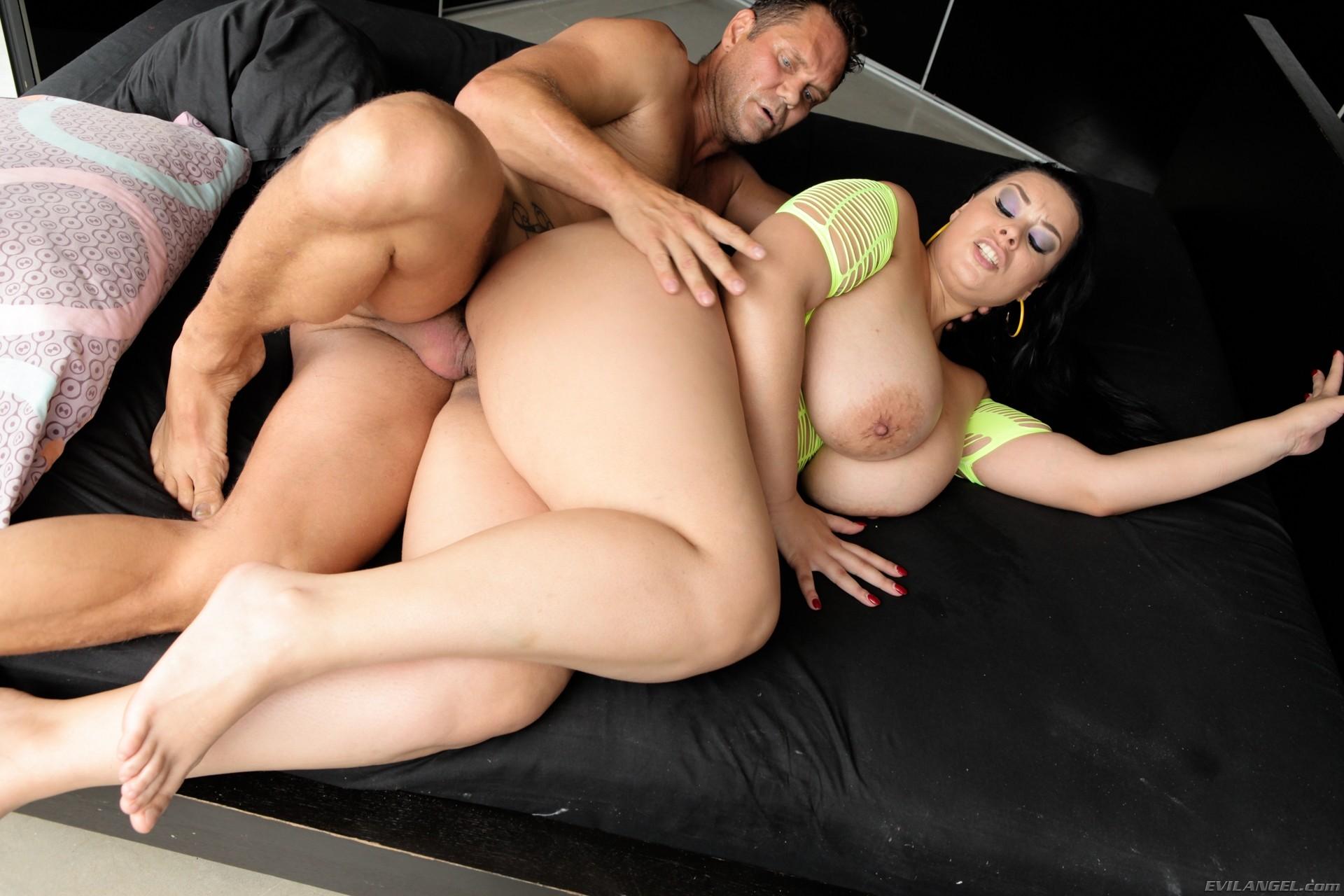 невероятно страстный секс с грудастой шлюхой еще