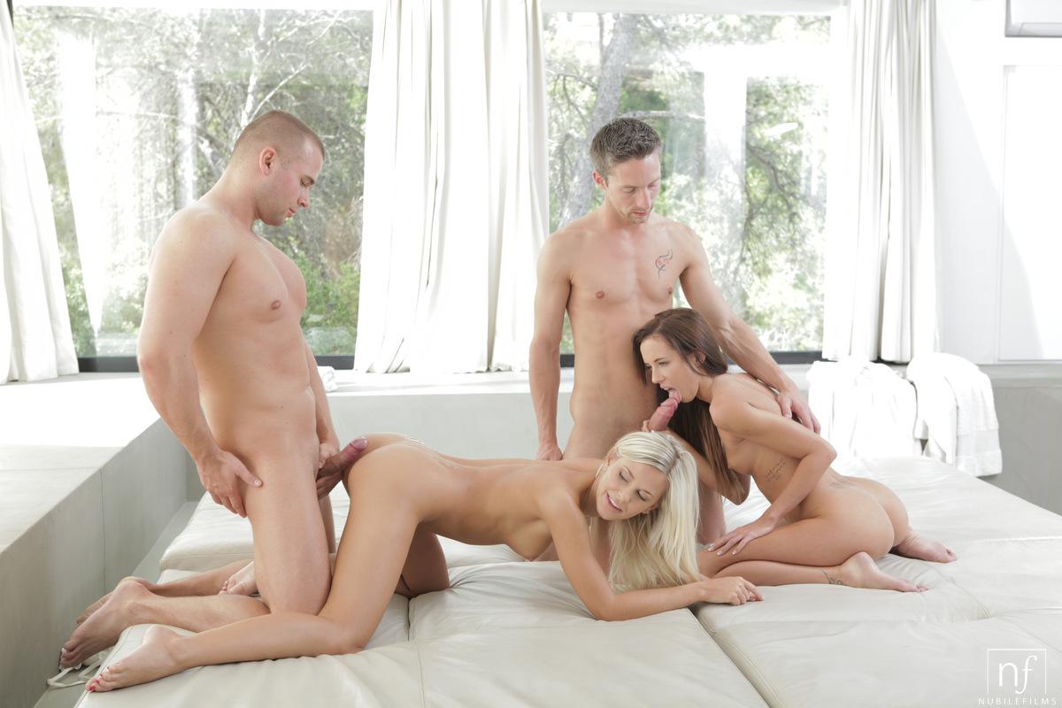 групповое порно в четвером с соседкой спортсменка, девушка
