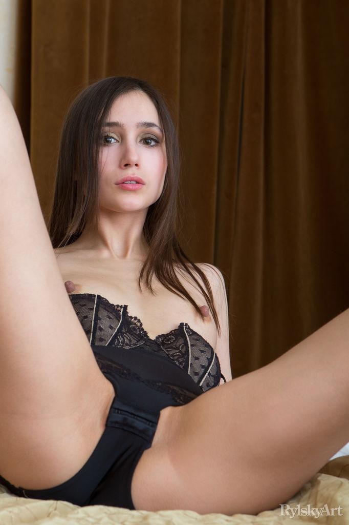 Cecile Nude Pics