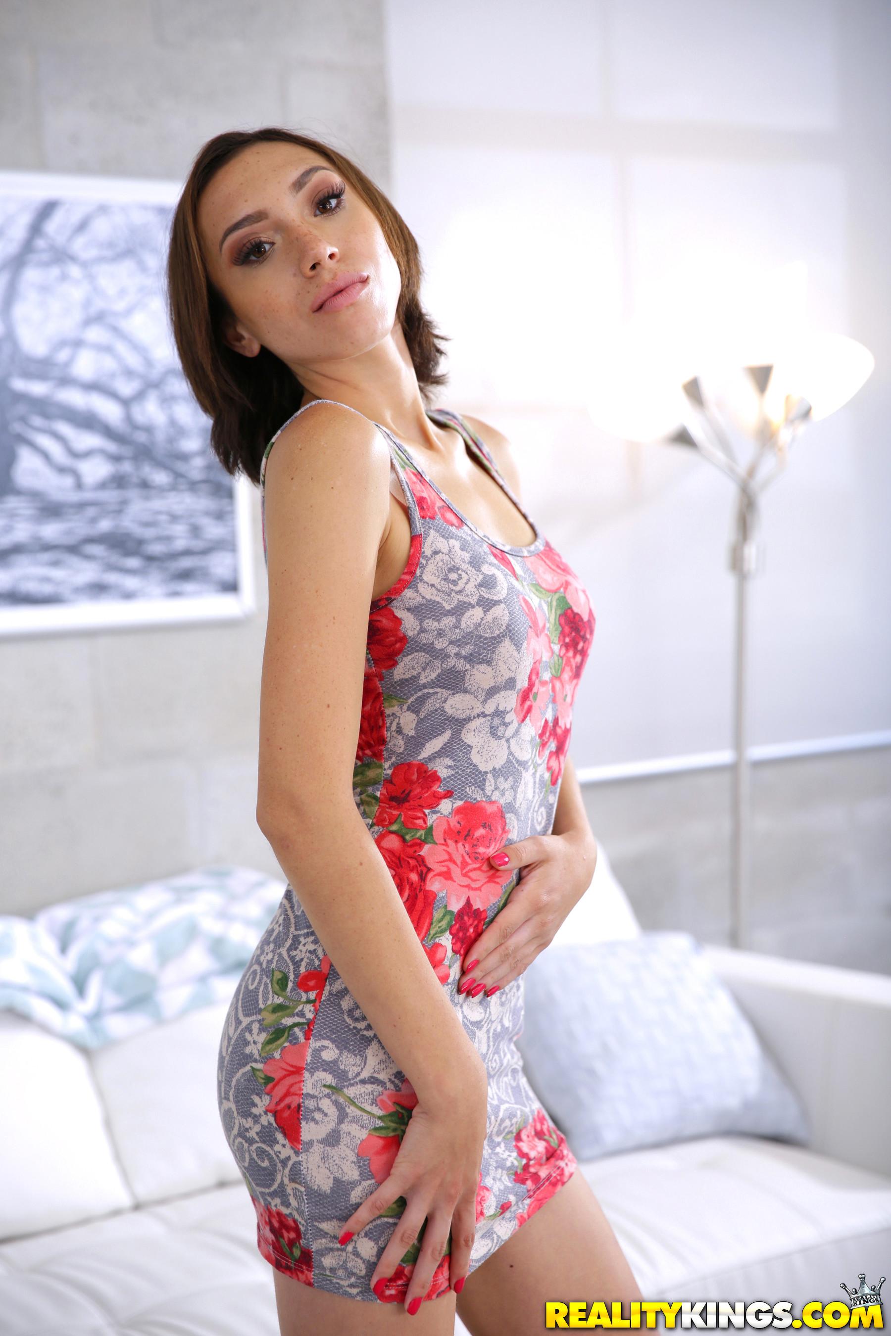 Amber Faye - G String Dream - 8Th Street Latinas 87725-2046