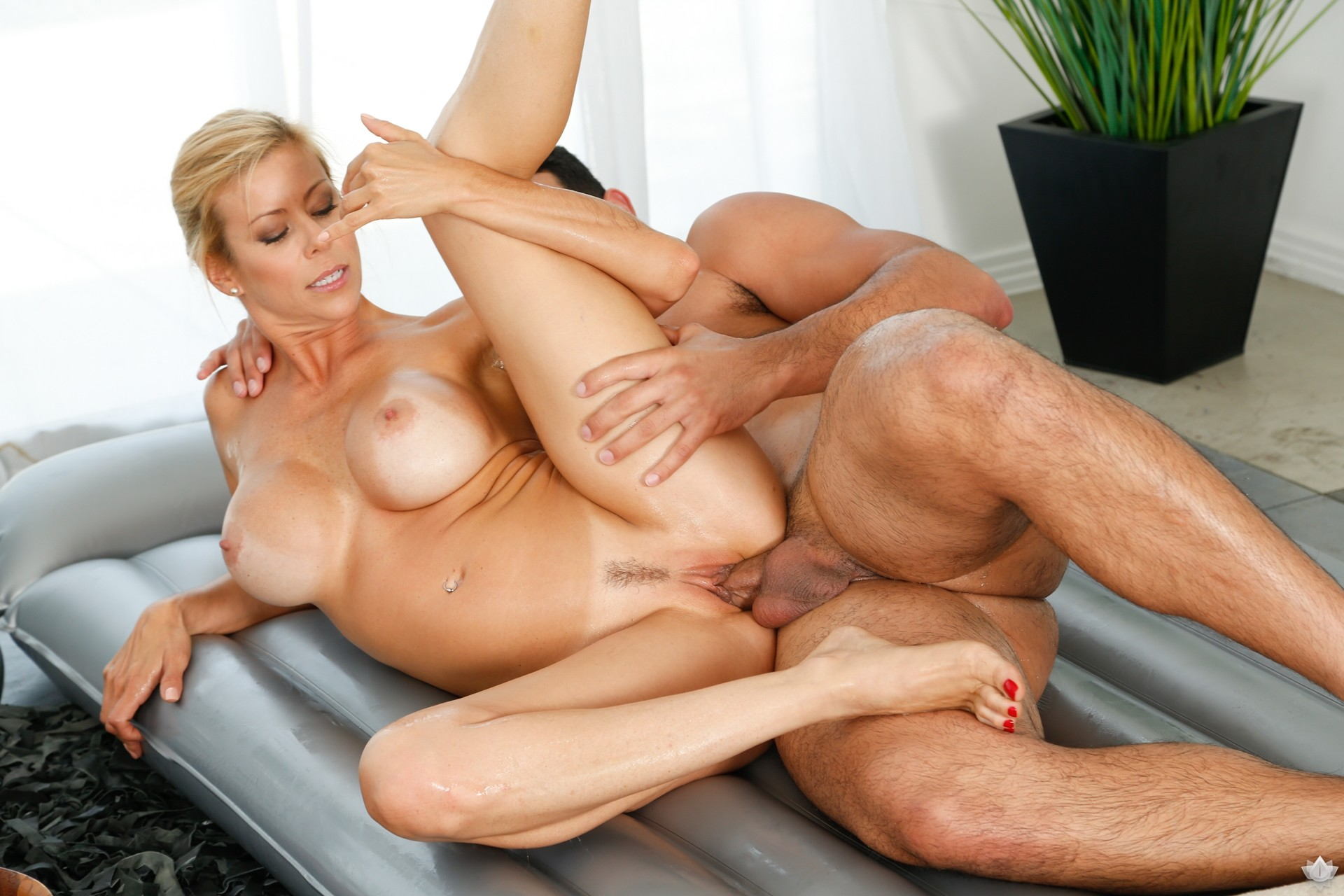 Veronica Leal Anal Creampie