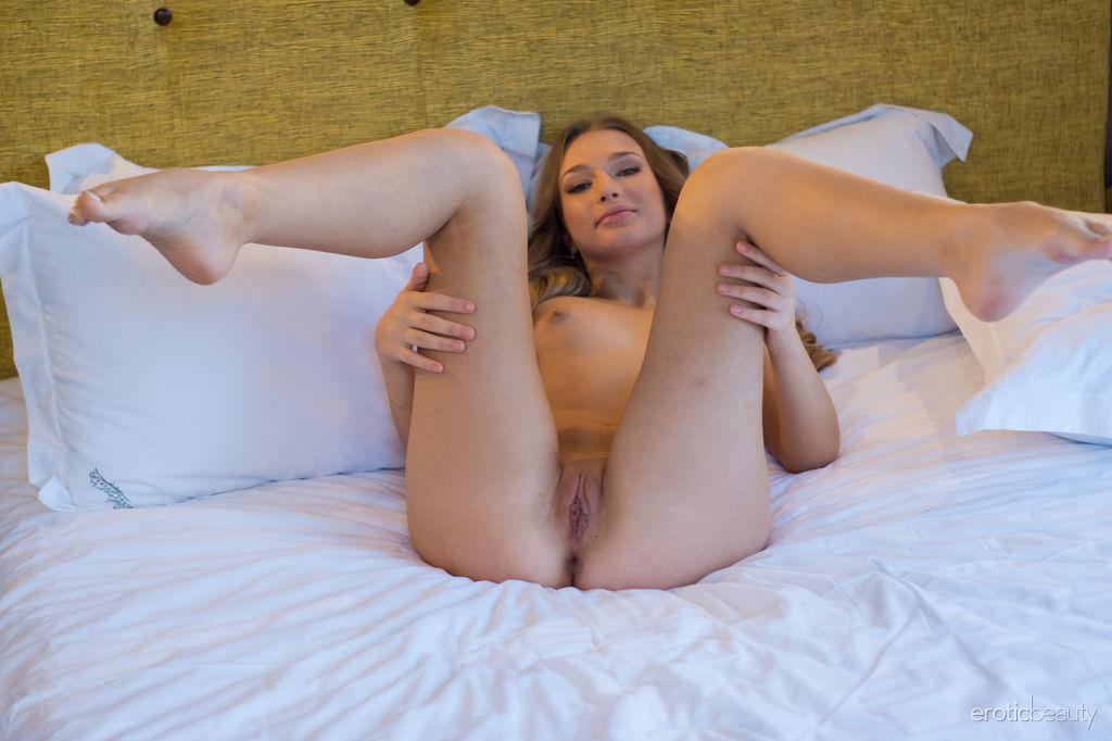 Woman fucking guys with big cocks