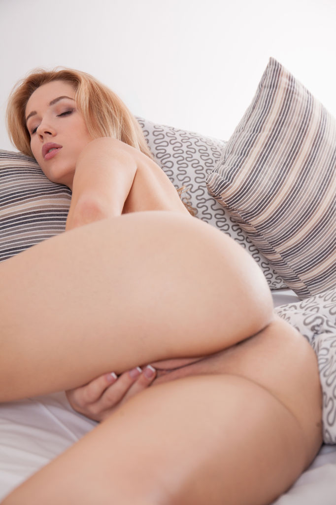 Genevieve masturbating, can you see me now asshole