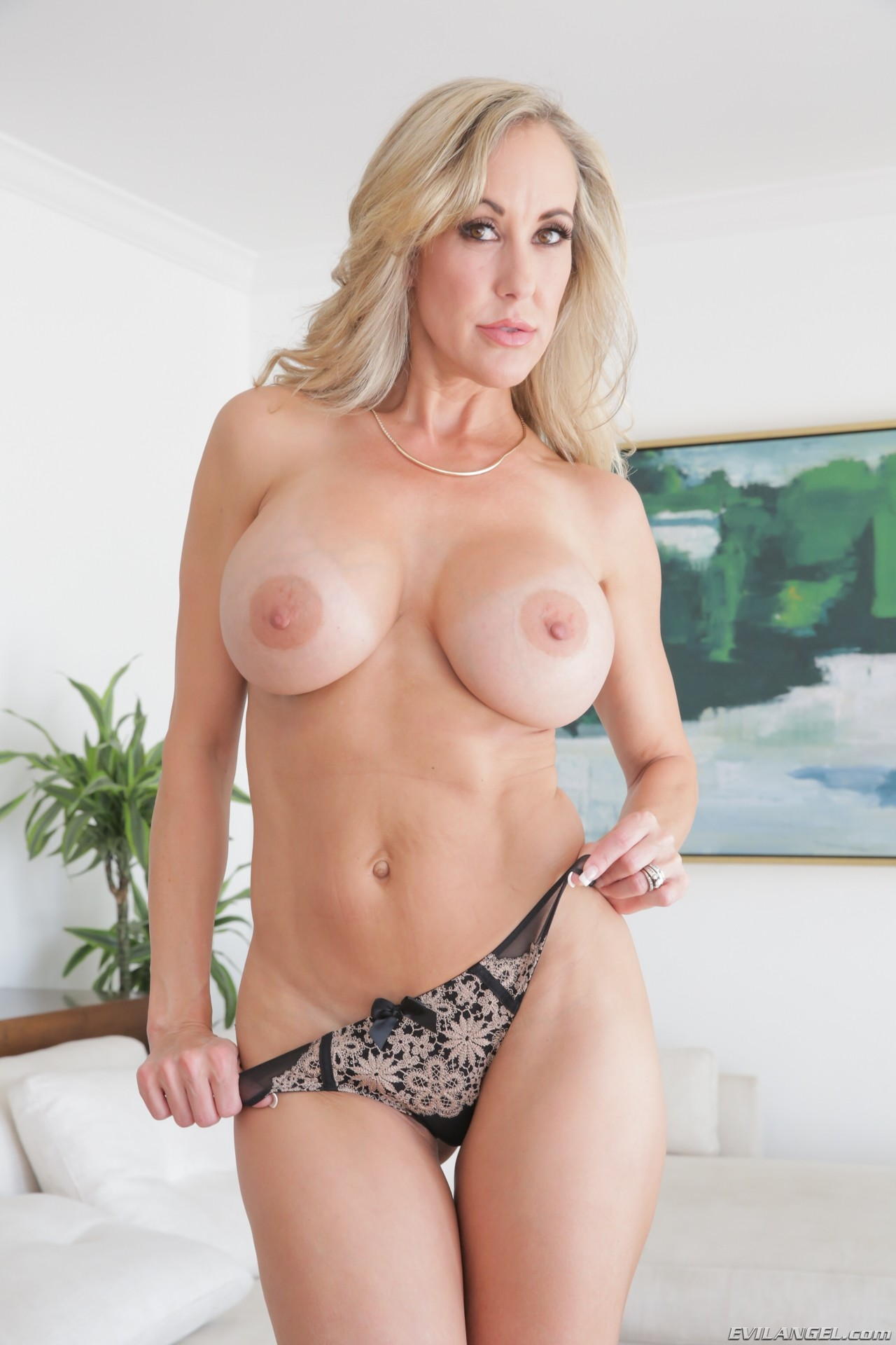 Blonde milfs galleries